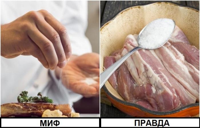 Мясо нужно солить сырым, чтобы оно было нежным внутри и хрустящим снаружи