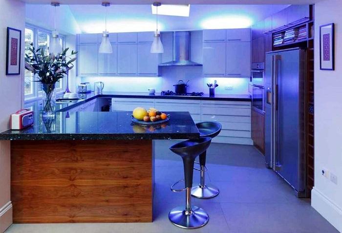 Холодное освещение на кухне может навредить зрению. / Фото: Roomester.ru