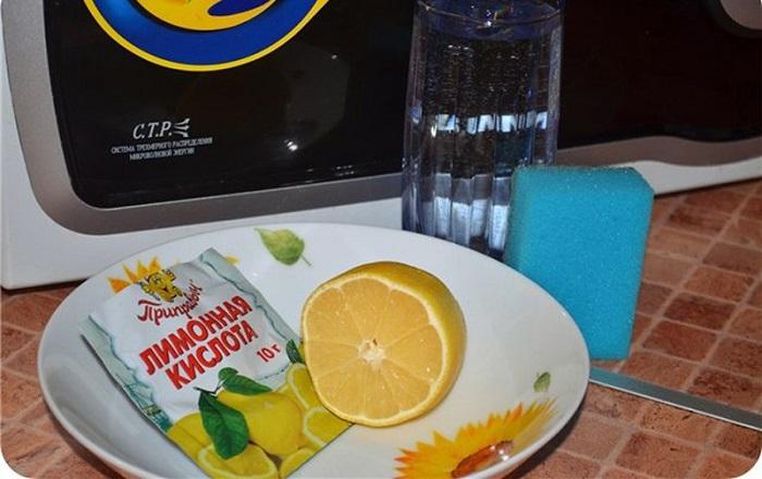 Лимонная кислота справляется с пятнами и неприятным запахом. / Фото: Nadoremont.com