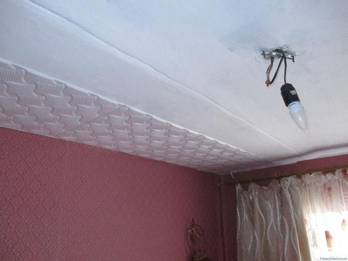 Неровный потолок нет смысла белить. / Фото: build-experts.ru