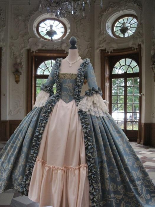 Голубое платье символизировало непорочность и чистоту. / Фото: wedding-magazine.ru
