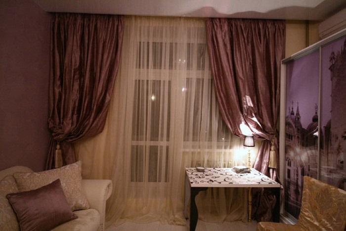 Тяжелые шторы создают визуальный шум. / Фото: livemaster.ru
