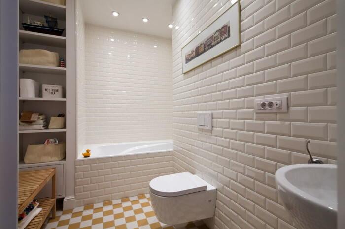 Плитку-кабанчик часто используют для оформления ванных комнат. / Фото: design-homes.ru