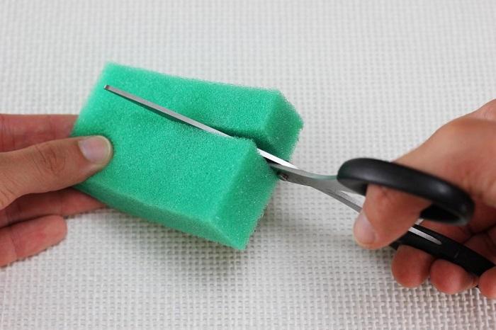 Если обрезать губку, можно сократить ее расход. / Фото: 123ru.net