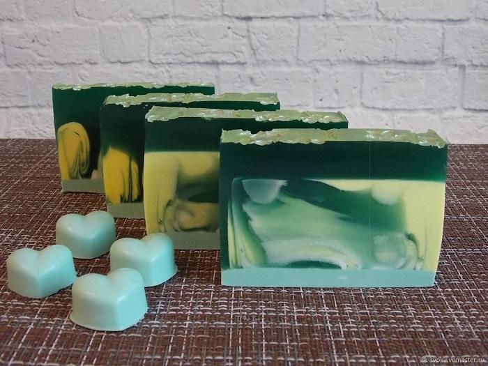 В натуральное мыло часто добавляют глицерин. / Фото: livemaster.ru