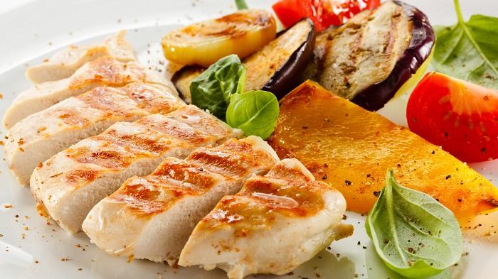 Самым полезным мясом считается филе курицы. / Фото: buljon.ru