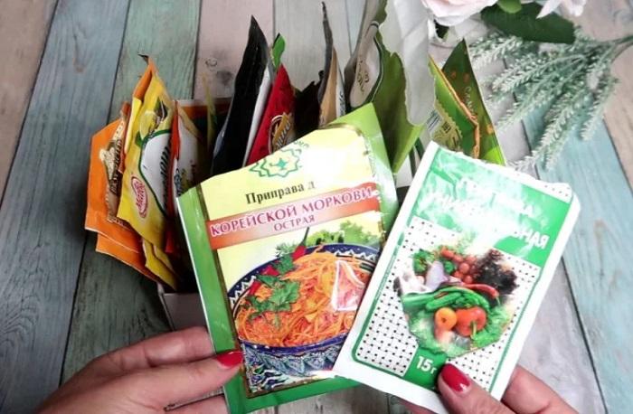 Специи в пакетах также имеют срок годности. / Фото: fb.ru