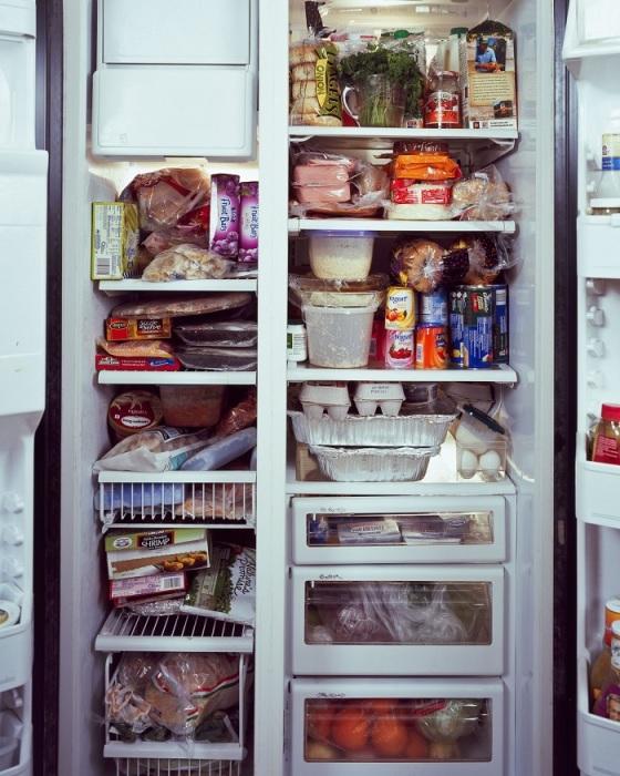 Не нужно заполнять холодильник под завязку. / Фото: Pinterest.com