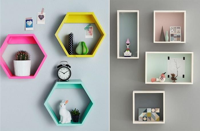 Цветные оригинальные полки станут отличной системой хранения в комнате. / Фото: kakpostroit.su