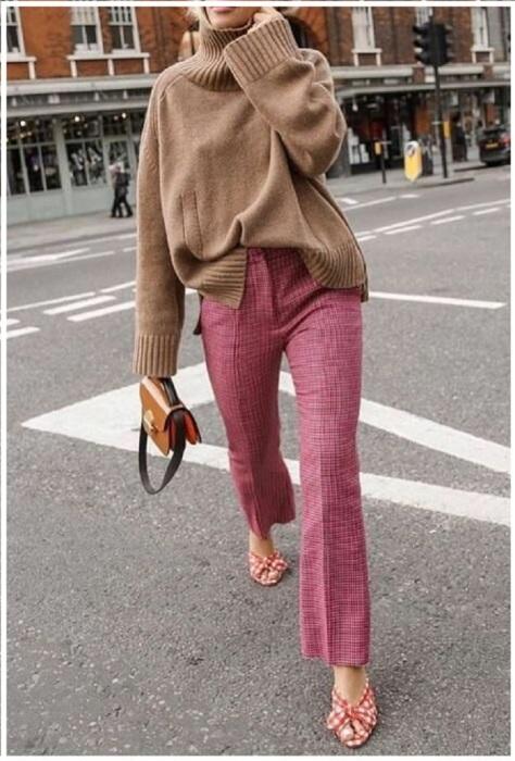 Розовый + бежевый - универсальный лук для любых целей. / Фото: Pinterest.ru