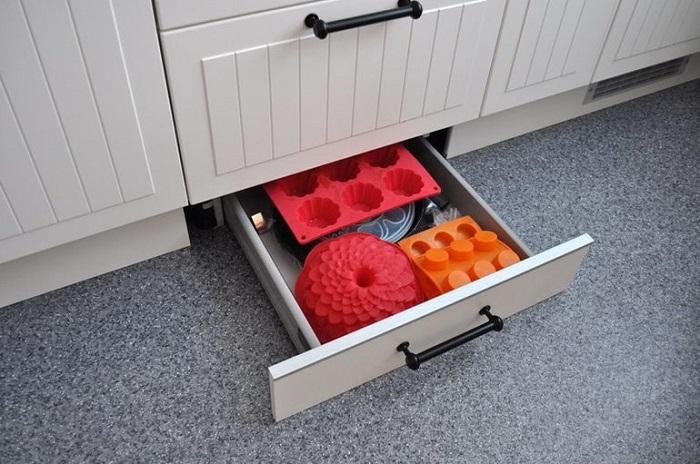 Ящик можно использовать как дополнительную систему хранения. / Фото: Babyblog.ru