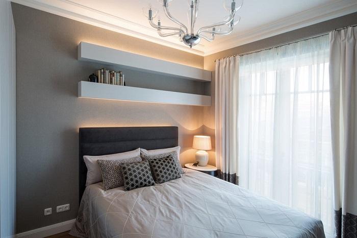 В спальне не должно быть ничего лишнего. / Фото: design-homes.ru