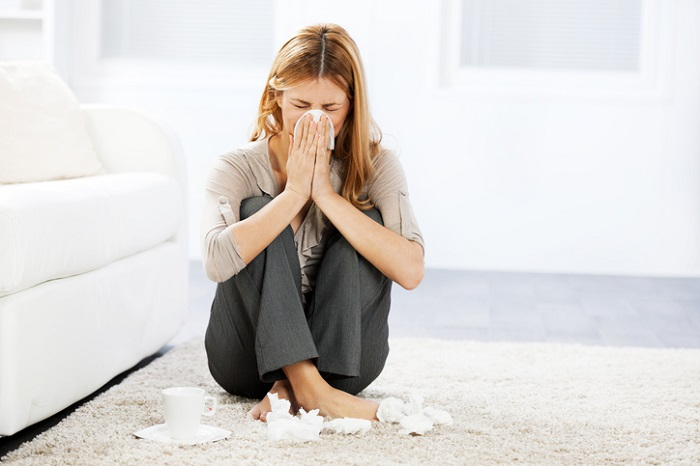 если вы постоянно чихаете или кашляете, возможно у вас аллергия на пыль. / Фото: elle.ru