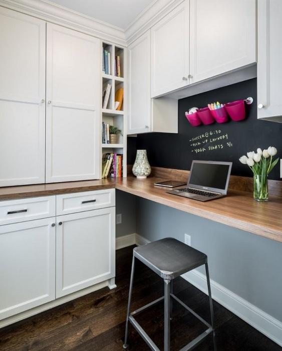 Столешницу можно использовать для обеда и работы. / Фото: movieban.info