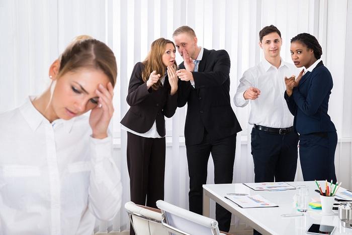 Сплетни и интриги не заставят коллег уважать вас, скорее наоборот. / Фото: Blackpantera.ru