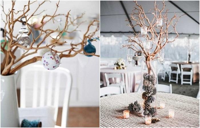 Ветки с деревьев можно поставить в вазу и украсить игрушками