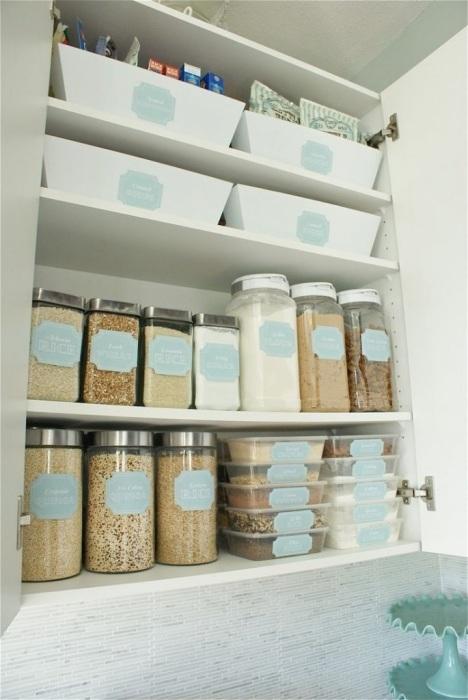 Насыпьте полезные крупы в прозрачные контейнеры и поставьте на видное место. / Фото: Pinterest.co.uk