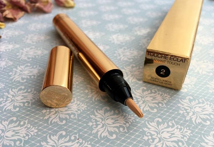 Хайлайтер в форме кисточки был создан визажистом Терри де Гинзбург. / Фото: irecommend.ru