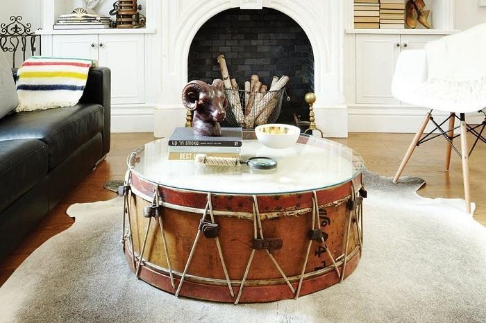 Накройте барабан стеклом, чтобы получился удобный столик. / Фото: domoholic.ru