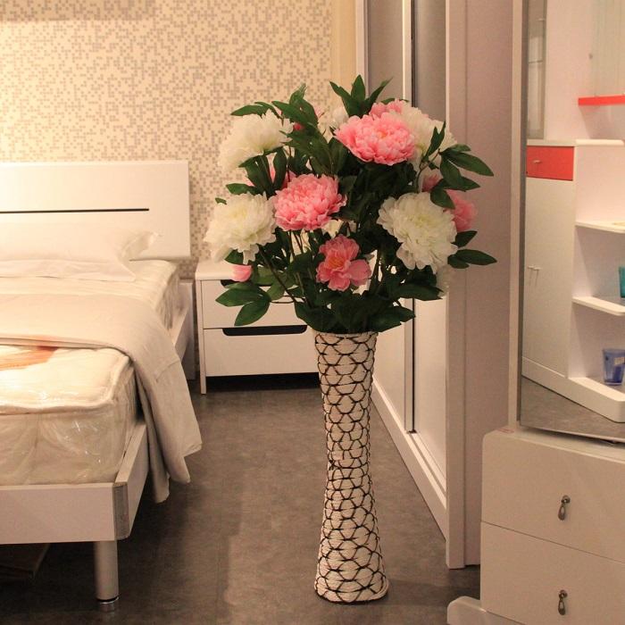 Искусственные цветы отнимают энергию. / Фото: Elledecoration.ru