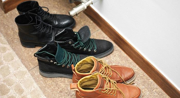Обувь, расставленная на полу, выглядит неаккуратно. / Фото: Zhenskij.mirtesen.ru