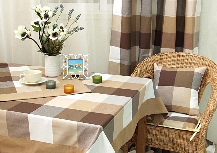 Отличный подарок - скатерть на стол нейтральной расцветки. / Фото: dizainexpert.ru