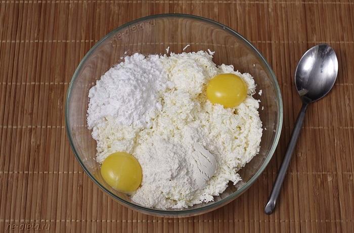 Отсутствие белков сделает тесто более плотным. / Фото: ne-dieta.ru