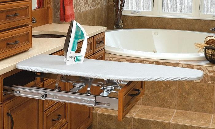Можно купить гладильную доску, которая выдвигается из ящика. / Фото: interiorsroom.ru