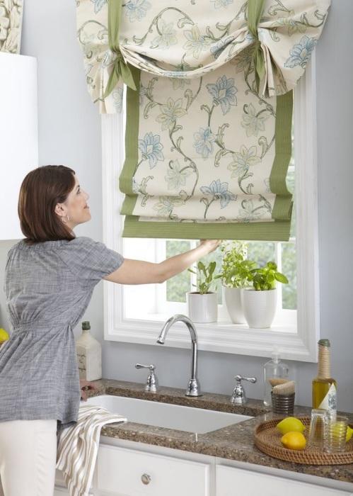 Купите новые шторы для кухни. / Фото: roof-tops.ru