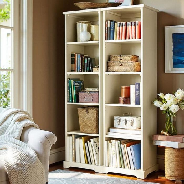 Массивные книжные тома располагайте внизу. / Фото: mirtesen.ru