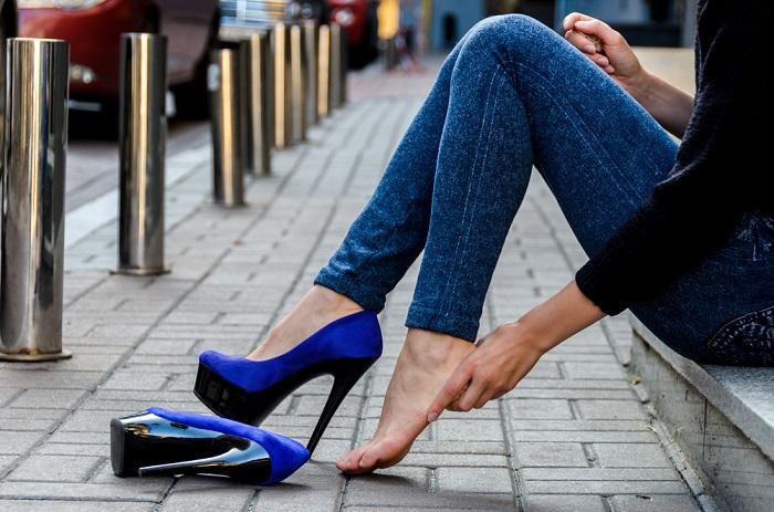Если вы не можете ходить в этих туфлях, пусть они не занимают место в шкафу. / Фото: womanadvice.ru