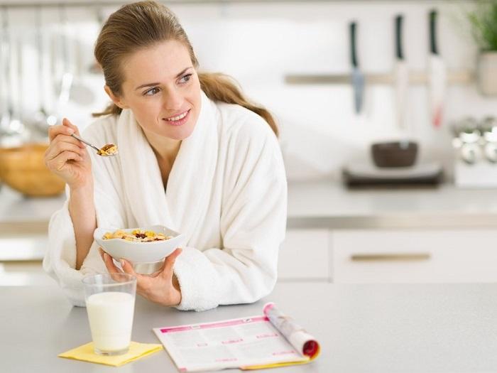 На завтрак подойдут продукты, богатые белком и кальцием. / Фото: Medaboutme.ru