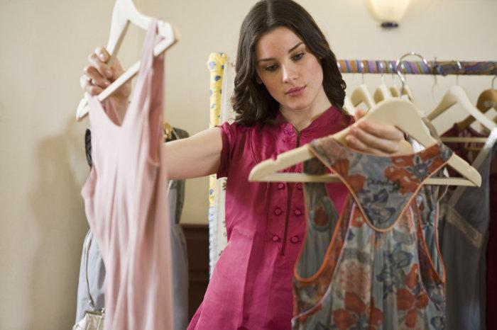 Вместо джинсов выбирайте платье. / Фото: Zen.yandex.ua