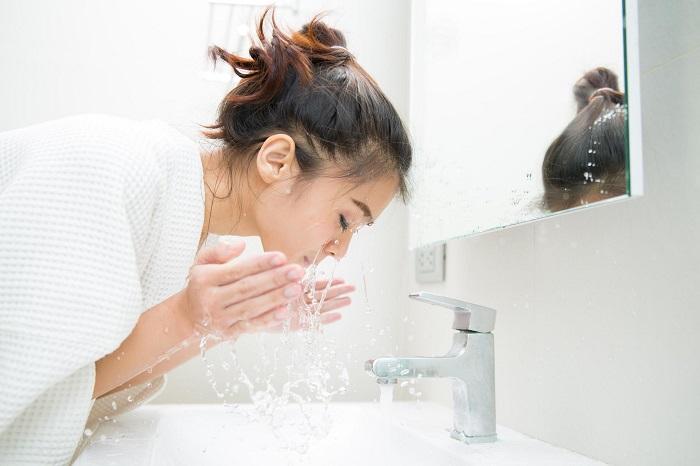После умывания кореянки не пользуются полотенцем. / Фото: legkovmeste.ru