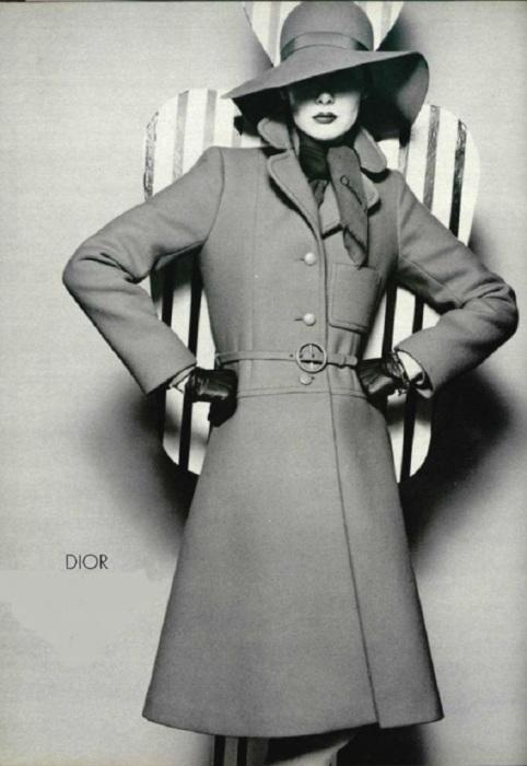 Пальто от модного дома Dior. / Фото: Pinterest.co.uk