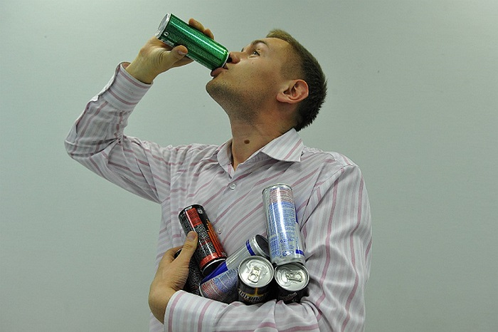 Нельзя пить энергетики после спортзала, так как они замедляют метаболизм. / Фото: fb.ru