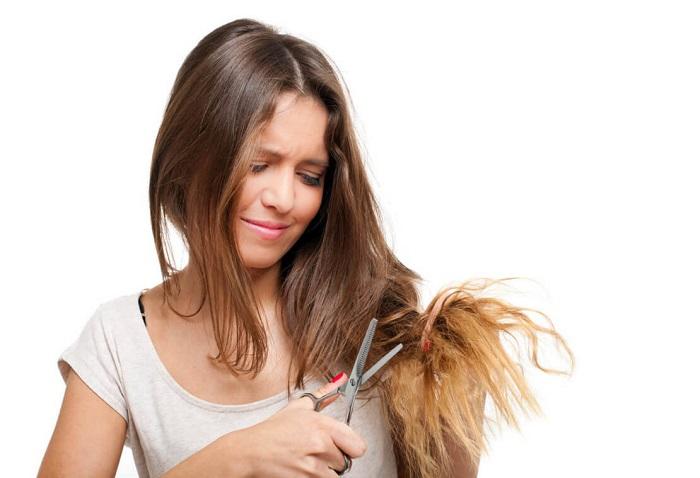 Из-за нехватки витаминов волосы постоянно секутся. / Фото: zen.yandex.ru