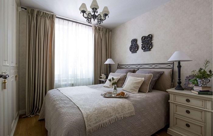 Светлые оттенки сделают комнату зрительно больше. / Фото: decorationinfo.ru