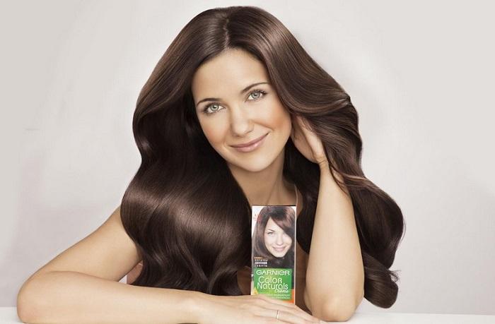 У девушек из рекламы краски всегда роскошная шевелюра. / Фото: vplate.ru