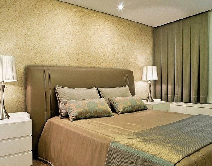Отделка стен декоративной штукатуркой смотрится очень стильно. / Фото: interiormix.ru