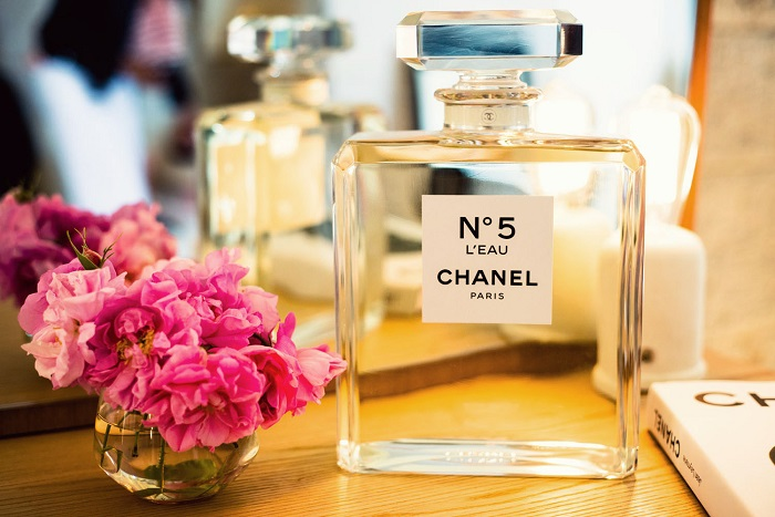 Легендарный аромат создавал Эрнестом Бо вместе с Коко Шанель. / Фото: aromatsale.ru