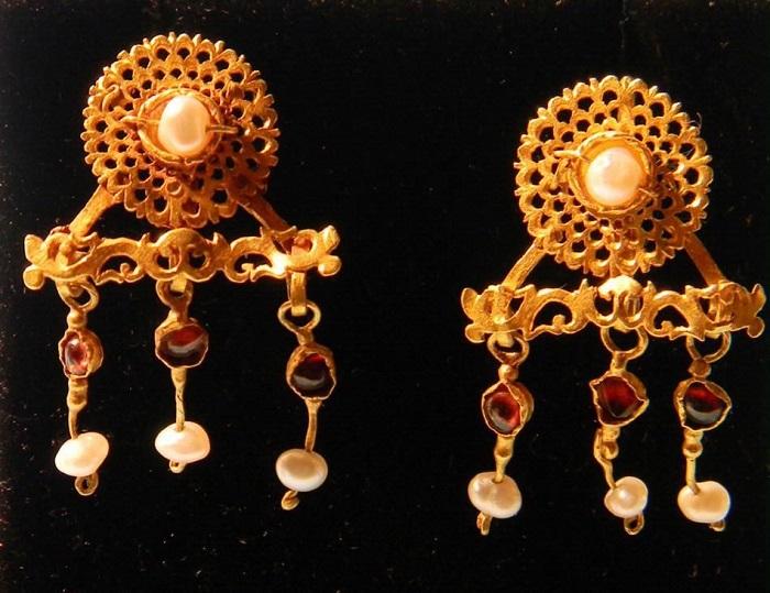 Жемчужные серьги из Древнего Рима. / Фото: Tr.pinterest.com