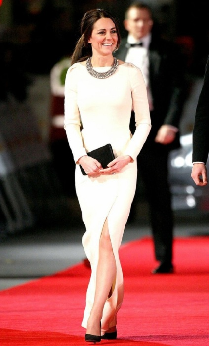 Герцогиня Кембриджская в колье от бренда Zara. / Фото: woman.ru