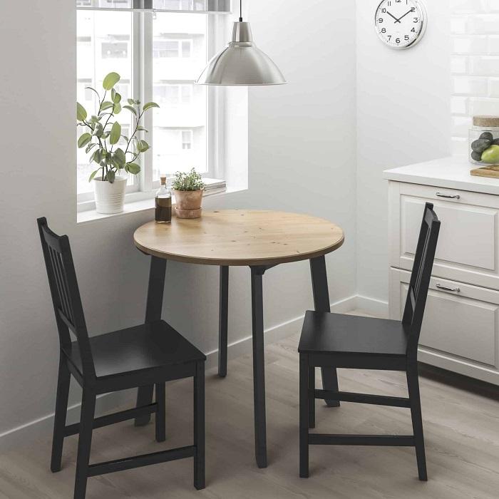 Массивные стулья занимают слишком места. / Фото: dizainvfoto.ru