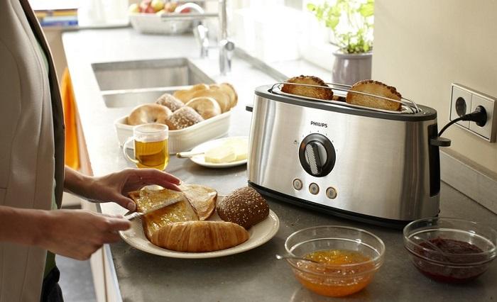 Дно тостера может нагреваться, что сильно навредит столешнице. / Фото: mediasole.ru