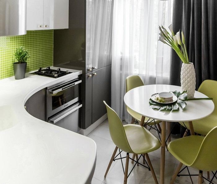 Круглый стол не подходит для маленьких помещений. / Фото: roomester.ru