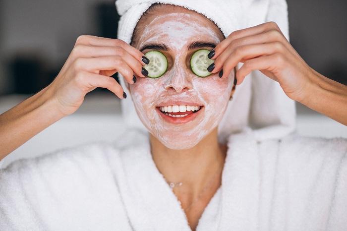 Увлажняющие маски помогут поддержать кожу в тонусе. / Фото: blotos.ru