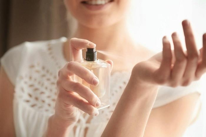 Яркие ароматы нельзя использовать утром. / Фото: Zen.yandex.com