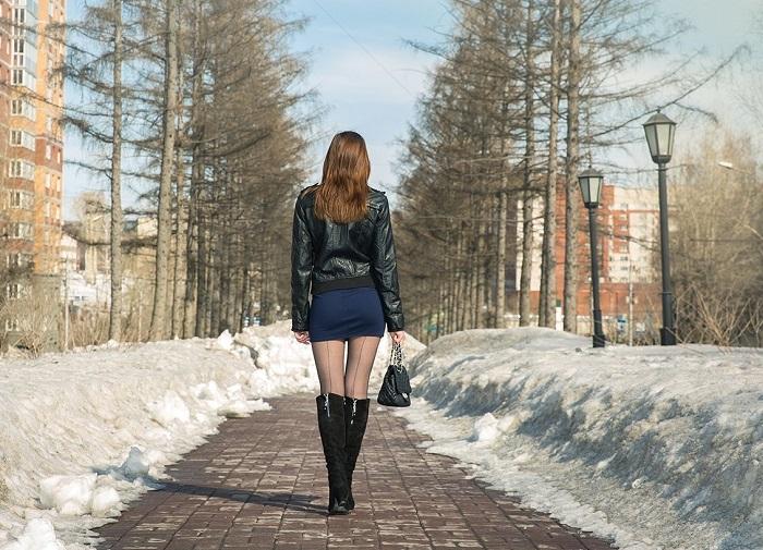 Капроновые колготки зимой смотрятся нелепо. / Фото: womensmed.ru