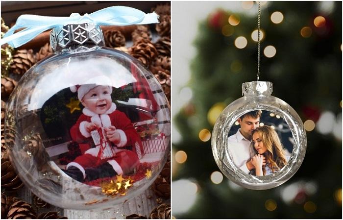 Выберете фото и разместите в шаре, чтобы получилась игрушка на елку